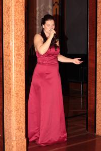 Veronika Bergmanová zpívá za doprovodu stříbrného pianisty roku 2014 Václava Tobrmana.